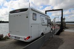 Kun i særlige tilfælde tillades autocampere og campingvogne på Barsø. Man skal have en invitation fra en af øens 17 fastboende.