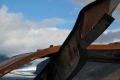 En bro knust af en flodbølge efter et vulkanudbrud under isen