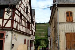 En smøge mellem hovedgaden og floden - Næsten alle bygninger er flere hundrede år gamle